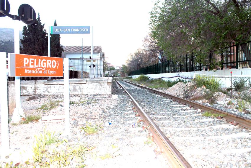 Las obras del ave continúan paralizadas y el tren sin recorrido