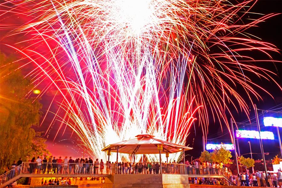 Castillo artificial del jueves en la Feria de HuétorTájar