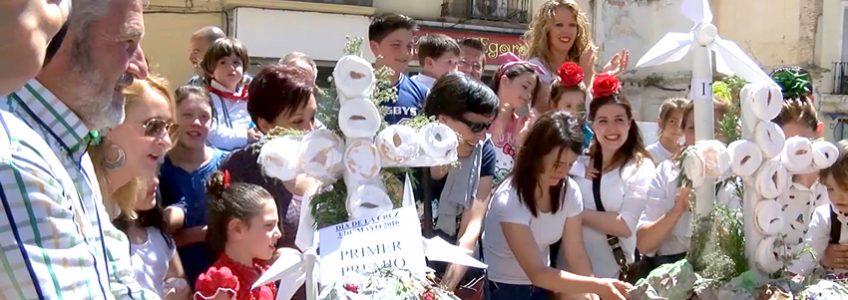 Ganadores de la modalidad infantil de Cruces de Mayo en Loja