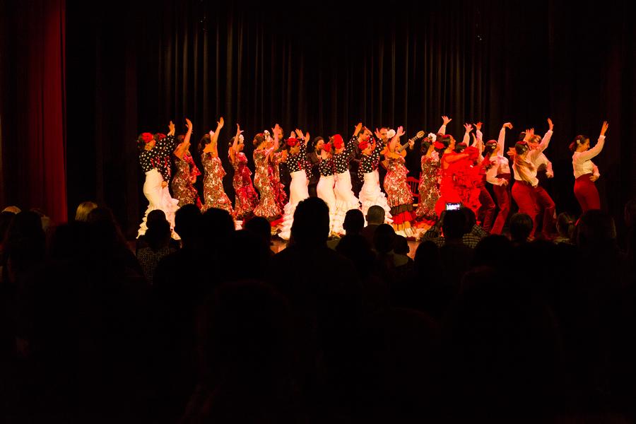 Espectáculo de flamenco de Silvia Lozano y su grupo en la Feria de Huétor Tájar
