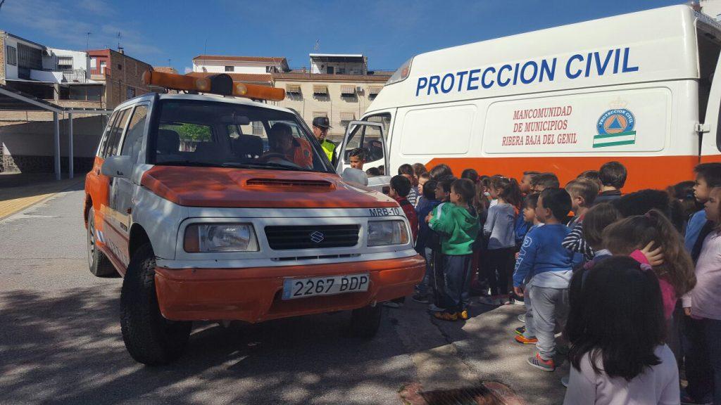 los escolares hueteños con proteccion civil 1