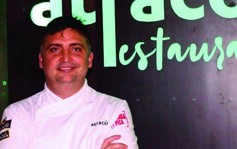 """Francisco Ruiz Cantano, """"Paco Atracón"""" para todos, acaba de inaugurar su nuevo local en la Plaza Blanca de Pérez del Álamo. Nuevo local pero misma filosofía"""