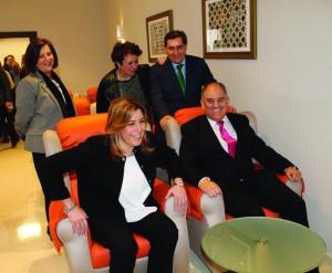 Presidenta y autoridades probaron la sala de televisión del centro.