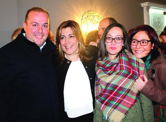 El alcalde de Villanueva, José Antonio Durán junto a dos concejalas.