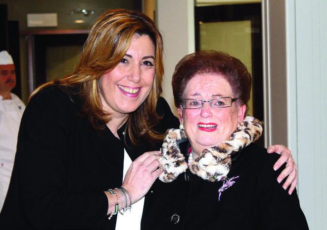 Susana Díaz saludó a todos los mayores, entre ellos a la madre del alcalde hueteño quien se mostró muy ilusionada con la visita.