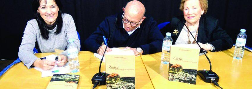 """José Pérez Mateos presentó su libro """"Zagra, con el corazón en el recuerdo"""""""