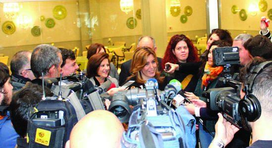 Susana Díaz habló sobre el hospital a pregunta de los periodistas en su visita de ayer a Húetor Tájar.